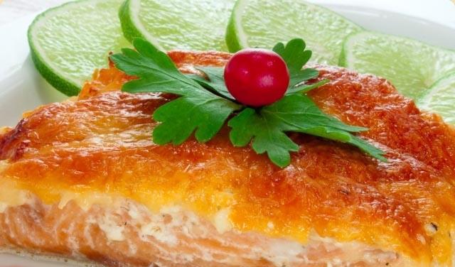 Праздничный стол на 8 марта для прекрасных дам - Горбуша с сыром