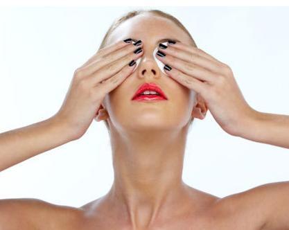Как избавиться от синяков под глазами?