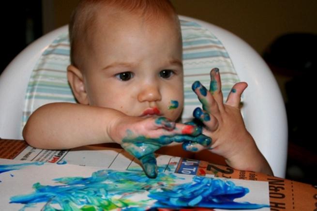 Когда начинать рисовать детям