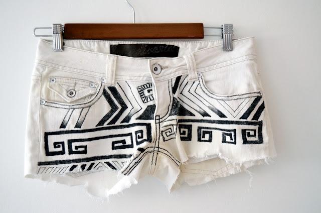 Как обновить старые джинсы?
