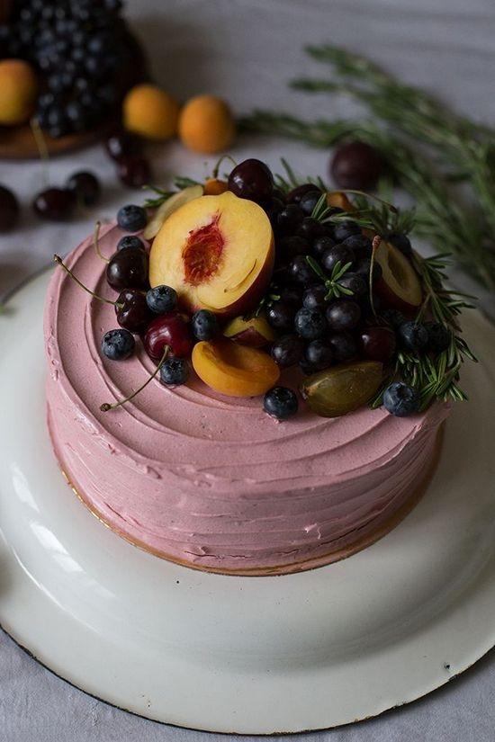 Розы из яблок и персиков для украшения торта