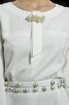 Как украсить платье своими руками?