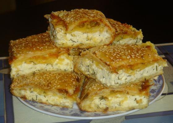 Пирог из слоеного теста с брынзой рецепт