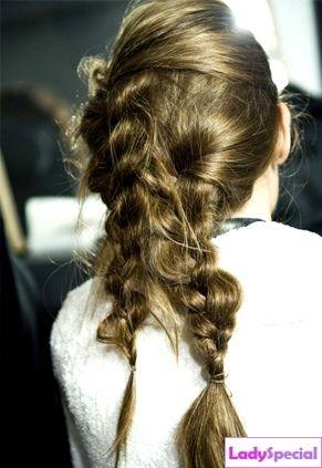 Как плести косу самой себе?