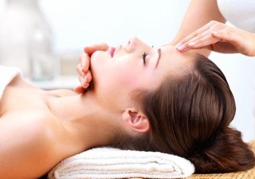 Как применять масло макадамии: массаж кожи головы