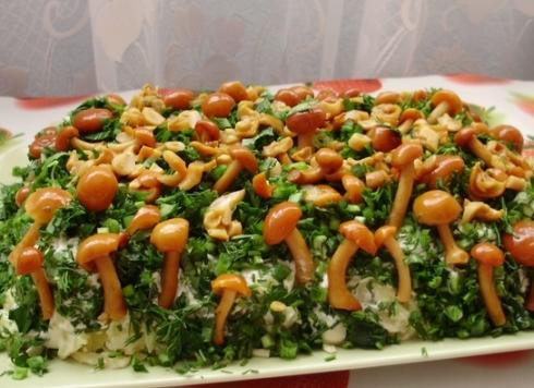 Салат Лесная полянка с опятами и сыром: рецепт