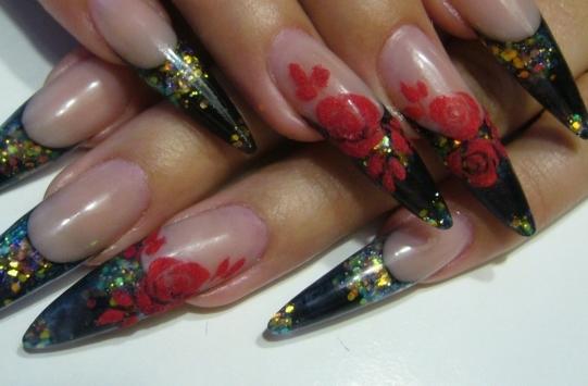 Ногти френч с розой и блёстками
