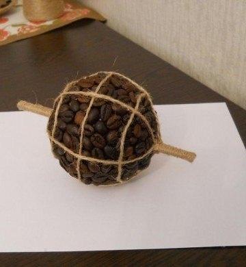 Топиарий из кофе в виде глобуса