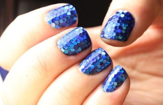 Ногти с мелкими блестками