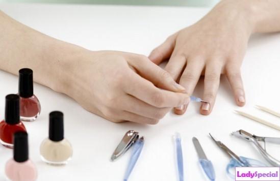 Как накрасить ногти разным