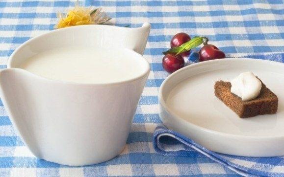 Традиционно домашний мацони делается из натурального жирного коровьего, козьего или овечьего молока.