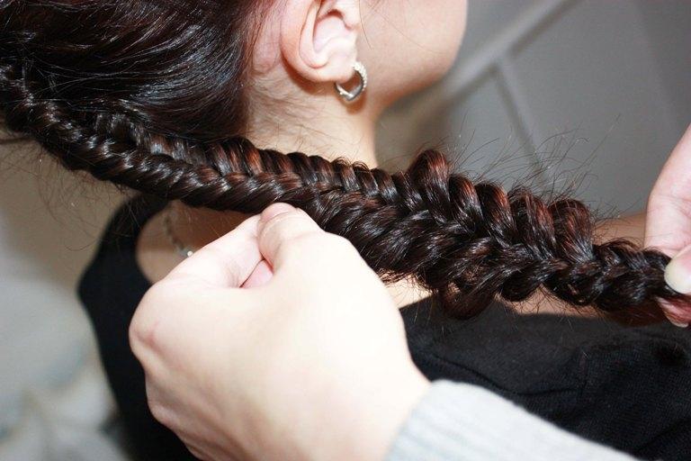 Плетение перевернутой французской косы