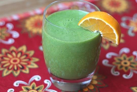 Зеленый смузи со шпинатом