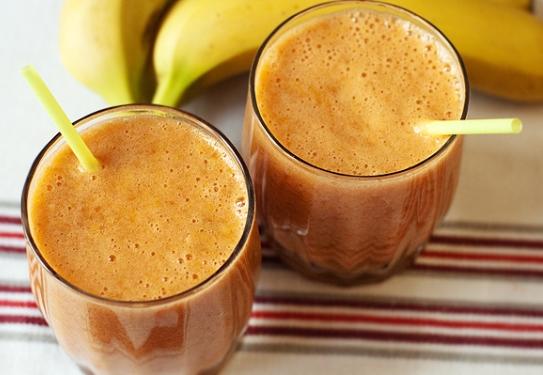 Коктейль с бананом и грейпфрутовым соком