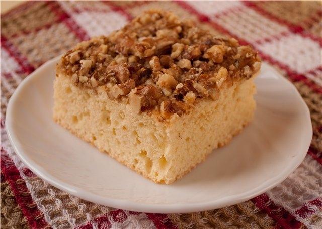 Быстрый пирог с вареньем и грецким орехом