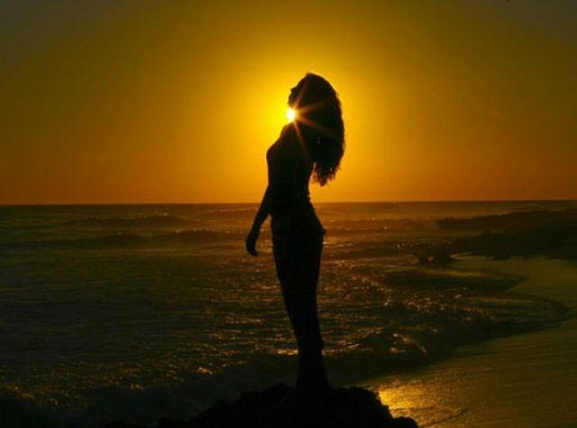 Частные фото красивых брюнеток на пляже