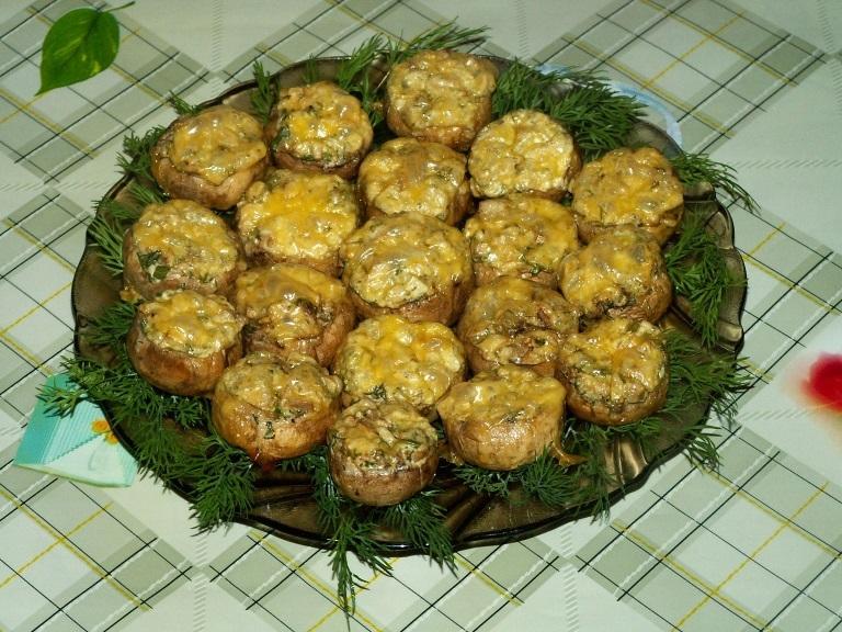 Запеченные шампиньоны с сыром и луком