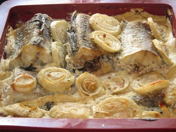 минтай с картошкой в сметане в духовке рецепты с фото
