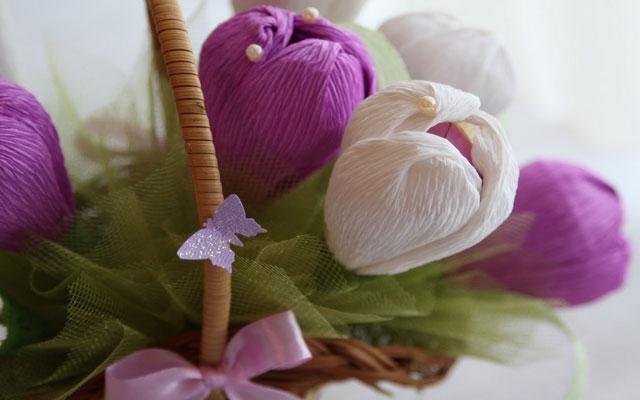Цветы из конфет и гофрированной бумаги: мастер класс