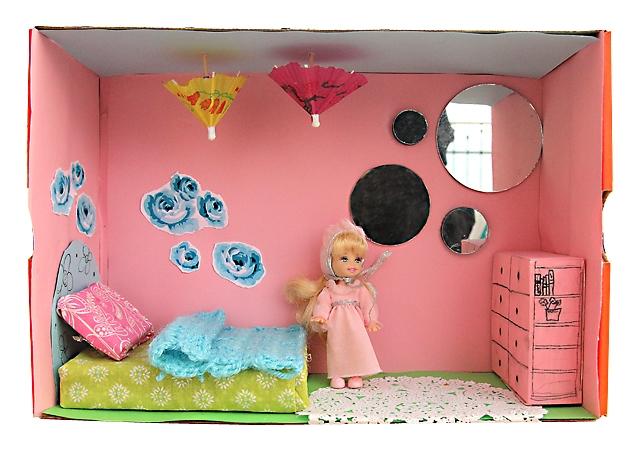 Как сделать домик для куклы из коробки