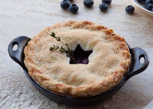Закрытый пирог с черникой: рецепт