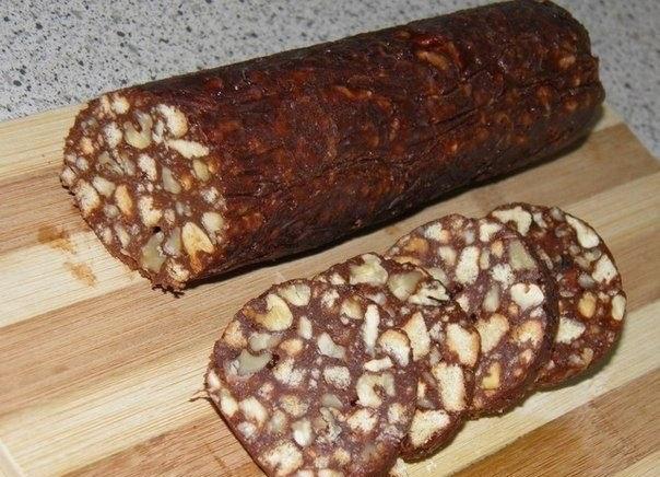 Шоколадная колбаска из печенья: рецепт
