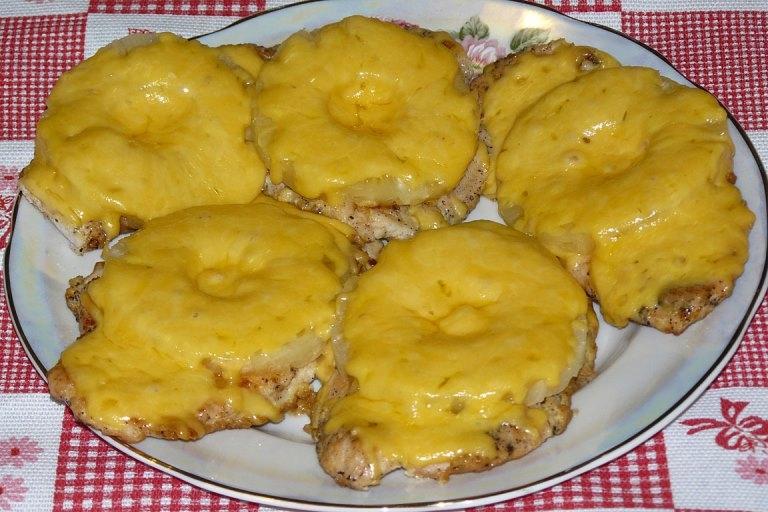 Как сделать отбивные из куриной грудки с ананасом