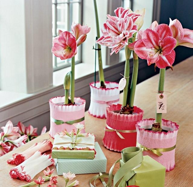 Как упаковать цветы в горшке?