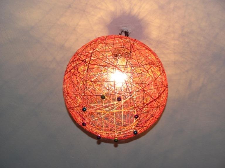 Плафон из шариков и ниток своими руками 513