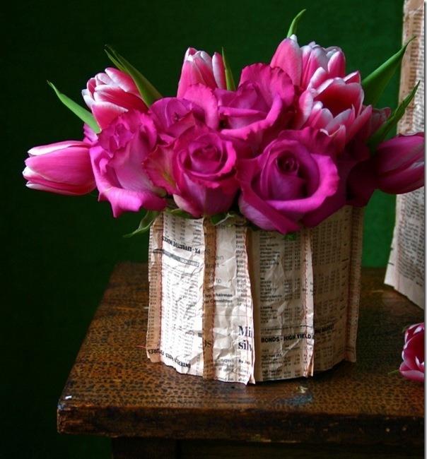 Оформление вазы с помощью газет или нот