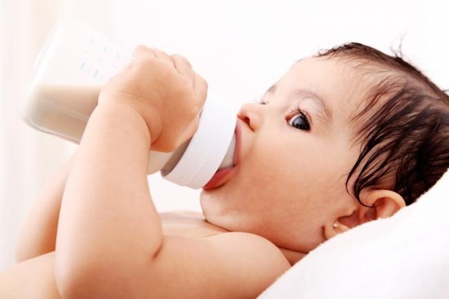 Почему ребенок после еды срыгивает