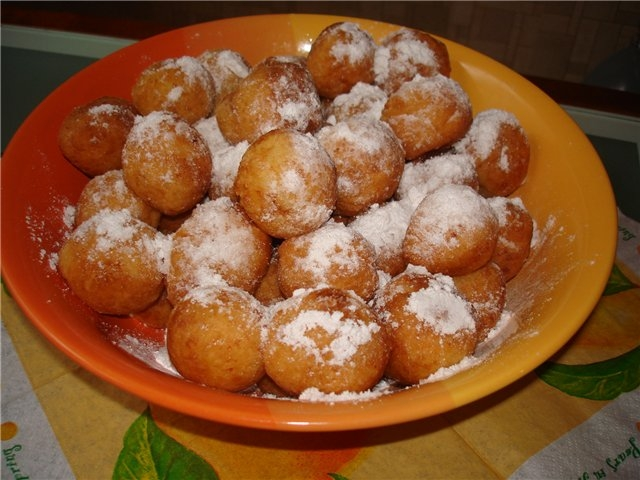 Творожные пончики с яблоком