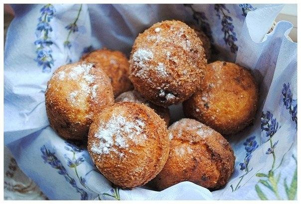 Пончики из творога с шоколадом и кокосом