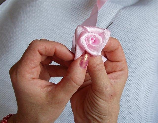 Розы из лент своими руками