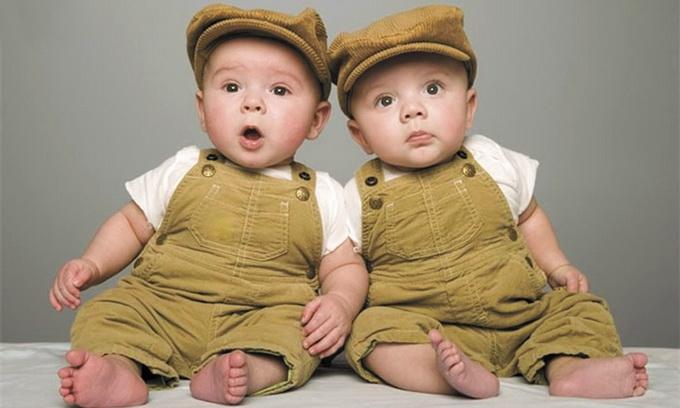 как назвать двойняшек мальчика и девочку термобелье