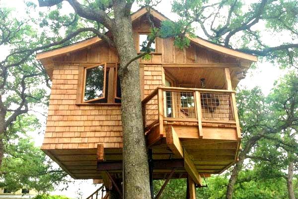 Домик на деревесвоими руками
