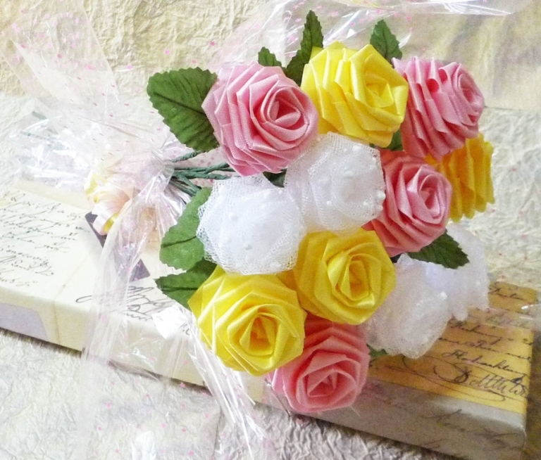 Поделки из роз из лент 90