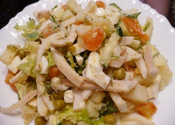 Салат из кальмаров с морковью и картофелем