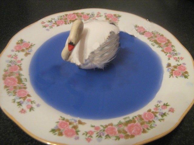 Как сделать лебедя из яйца?