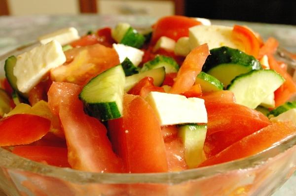 Рецепт диетического салата только из огурцов
