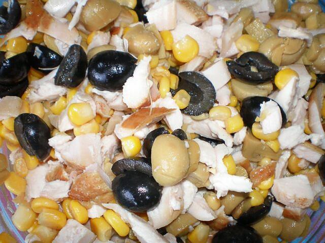 Салат с кукурузой и маслинами: рецепт