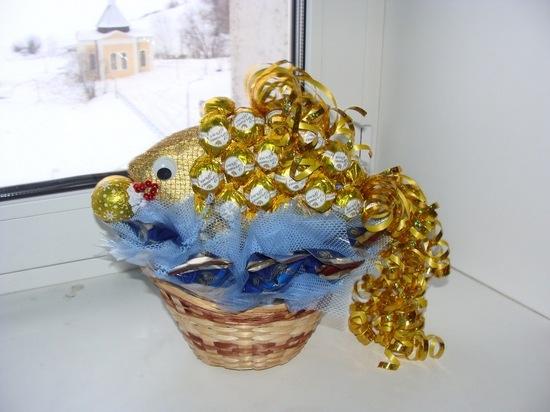 Поделки из конфет - золотая рыбка