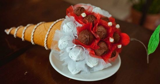 Поделки из конфет - букет