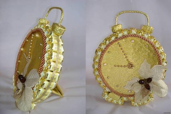 Поделки из конфет - часы