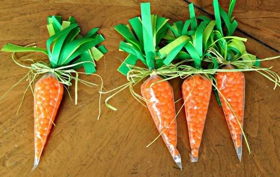 Поделки из конфет - морковь