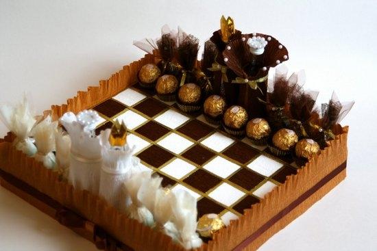 Поделки из конфет - шахматы