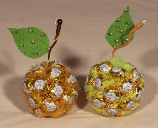 Поделки из конфет - яблоки