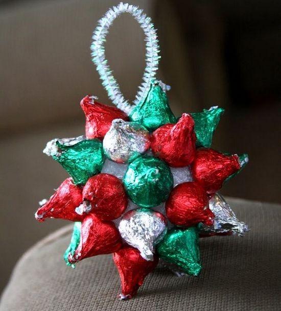 Поделки из конфет - новогодняя игрушка