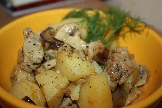 Картофель с мясом и грибами в мультиварке рецепт с фото