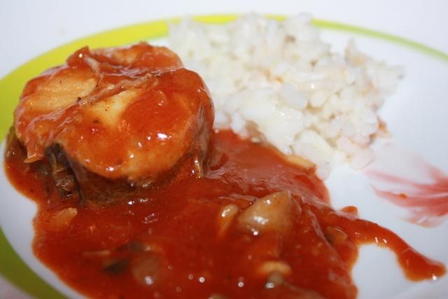Хек в томатном соусе в мультиварке
